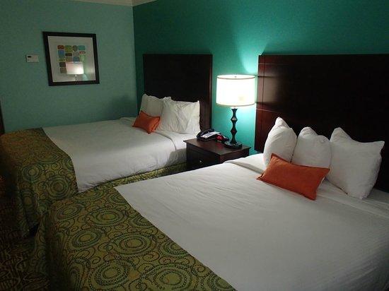 BEST WESTERN PLUS Glen Allen Inn: Nice beds