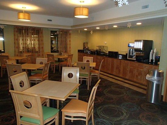 Best Western Plus Glen Allen Inn: Breakfast area