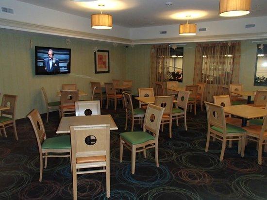Best Western Plus Glen Allen Inn: Breakfast area other side