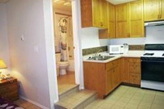 Totem Motel & Resort: Suite #1 - One-bedroom studio - Up to 4 Guests