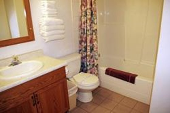 Totem Motel & Resort: Suite #3 - Two-bedroom suite - Up to 4 Guests