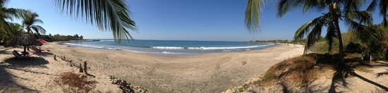 Los Raqueros : Panoramic view of beach directly in front of Raqueros