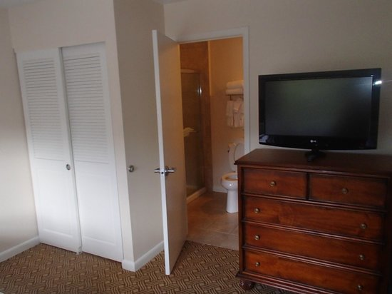 Sheraton Vistana Resort - Lake Buena Vista : Bathroom connecting to the kids bedroom