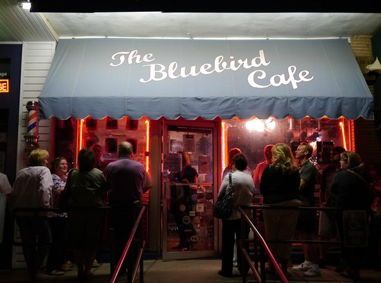 Bluebird Cafe : waiting to get in...