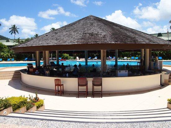 Naviti Resort : Pool bar - great service!