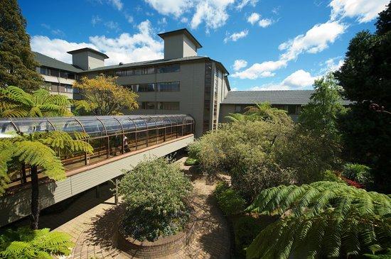 Millennium Hotel Rotorua: Garden Walkway