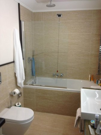 UNA Hotel Roma : Large Bathtub