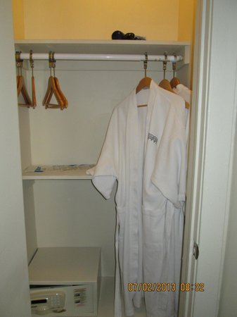 Chesterfield Hotel: bathrobes