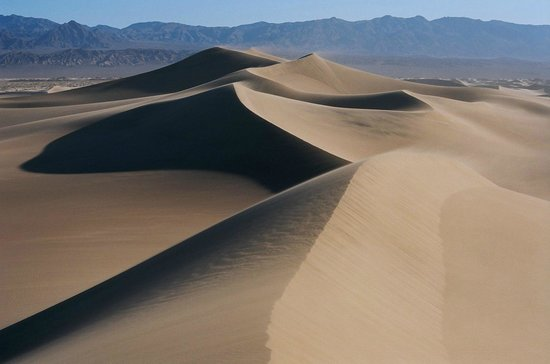 Stovepipe Wells Village Hotel: Mesquite Dunes, a mile east of Stovepipe Wells