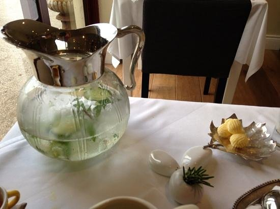 Pax Guest House: Even the water and butter are presented beautifully :)