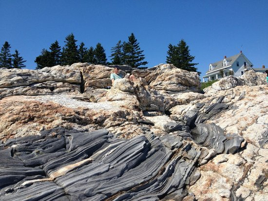 Pemaquid Point Lighthouse: rocks