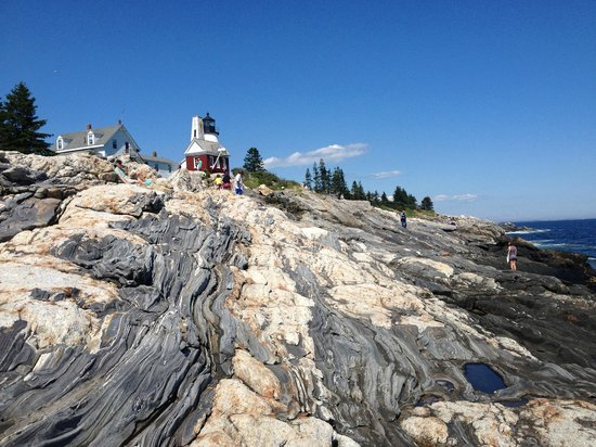 Pemaquid Point Lighthouse: rocks and lighthouse