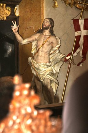Church of the Jesuits (Universitatskirche): Beautiful Christ Statue in Church