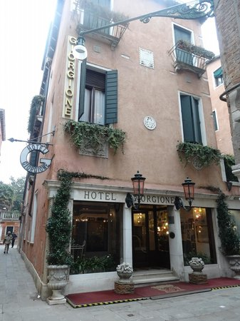 Hotel Giorgione: The front of the hotel