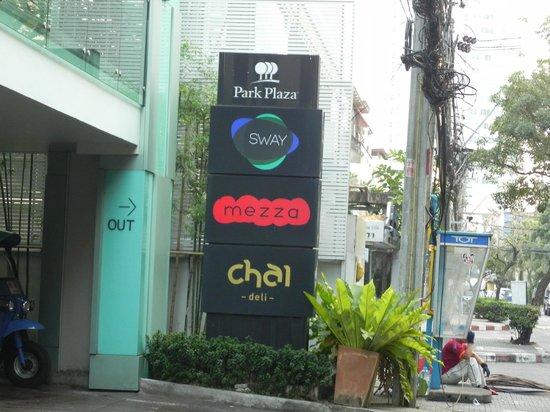 Park Plaza Bangkok Soi 18: Outside