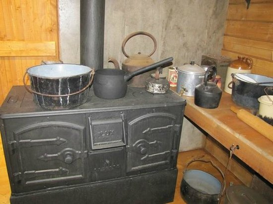 Mawson's Hut Replica Museum: Cooking area in the living quarters