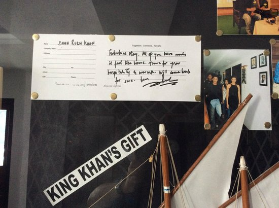 The Silver Tips: Sharukh Khan's comments framed on the wall during shooting of Chennai Express