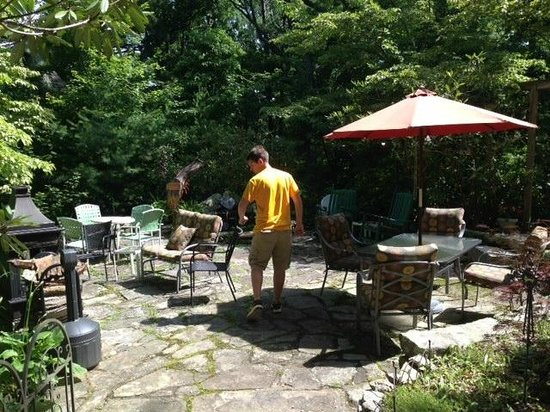 Crooked Oak Mountain Inn: Patio