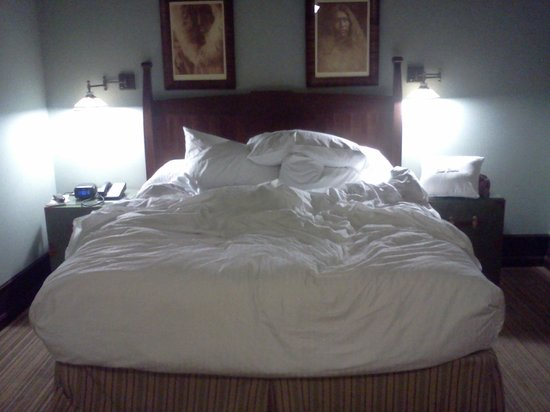 The Arctic Club Seattle - a DoubleTree by Hilton Hotel: bed