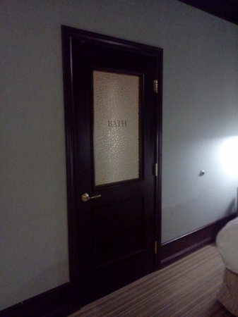 The Arctic Club Seattle - a DoubleTree by Hilton Hotel: door to bathroom