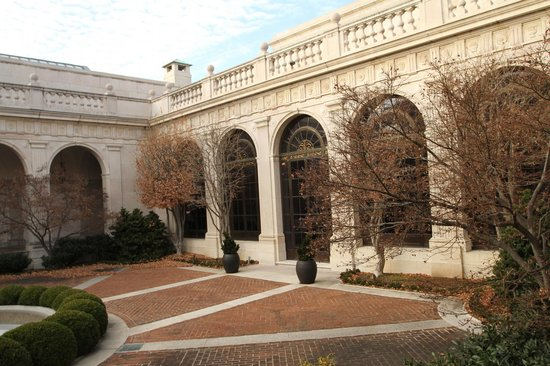 Smithsonian Institution Freer Gallery of Art and Arthur M. Sackler Gallery : Courtyard at the Freer Gallery
