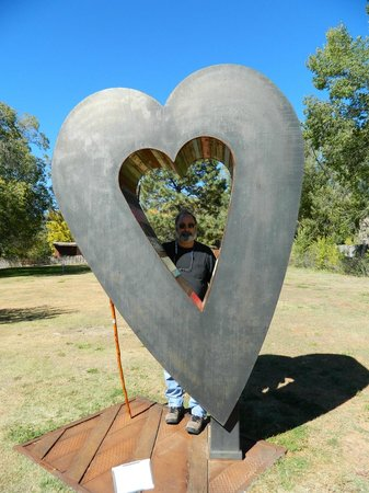 Shidoni Foundry: Metal heart sculpture