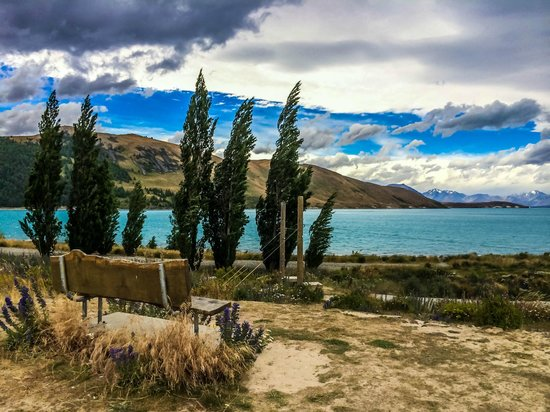 Lake Tekapo Motels & Holiday Park : The scenic path between the holiday park and Village centre