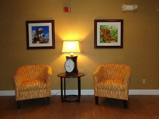 Hampton Inn Lagrange near Callaway Gardens : sitting area