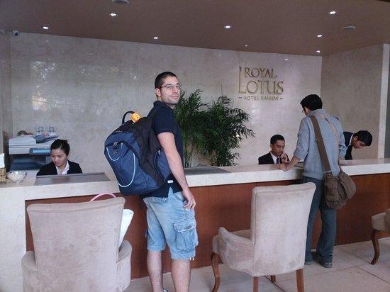 Paragon Saigon Hotel : Receiptionist area