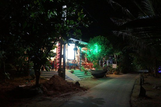 Blow Hole Restaurant: Blow hole in the night