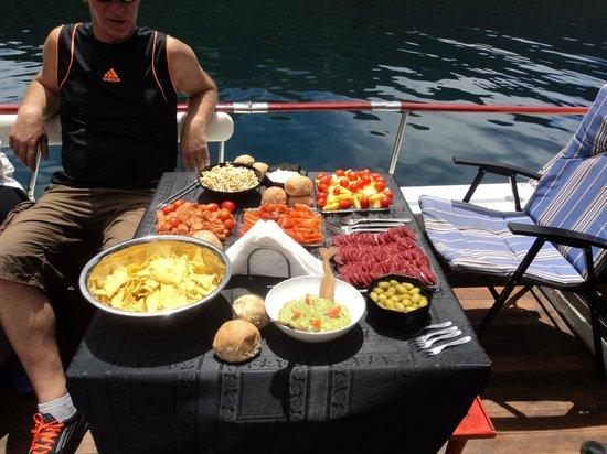 Exploracion Brazo Tristeza: Almuerzo en la excursión