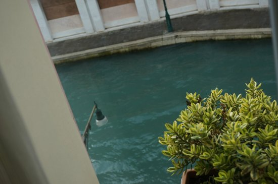 Hotel Moresco: The Canal View (lean out window and look down to enjoy)