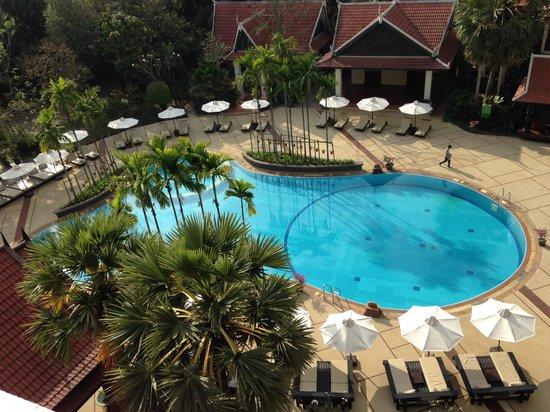 Borei Angkor Resort & Spa: 이른 아침 수영장