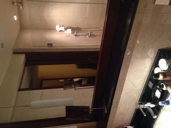 Millennium Knickerbocker Chicago : The bathroom w/ a walk in shower and cool shower head like a waterfall.