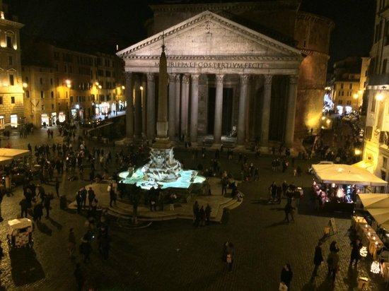 Albergo del Sole Al Pantheon: The view from our balcony