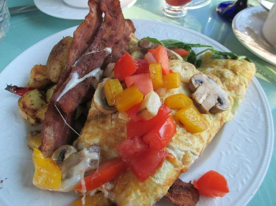 Howarth House Bed & Breakfast: If you order the omelet and bacon...