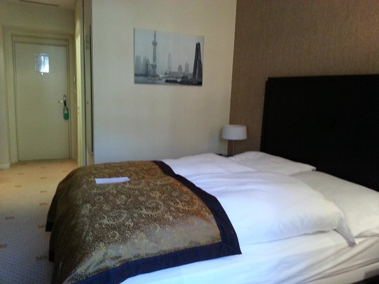 Hotel St. Gotthard: Spacious room, comfy bed