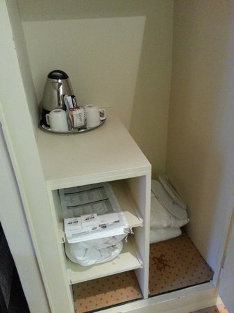 Hotel St. Gotthard: look for your coffee maker in the wardrobe
