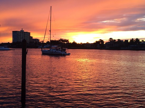 The Pillars Hotel Fort Lauderdale : Sunset view from the hotel's dock