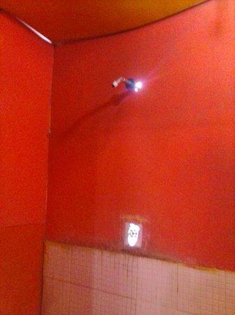 Casa de Huespedes Santos : daylight showing through the walls. needs work.