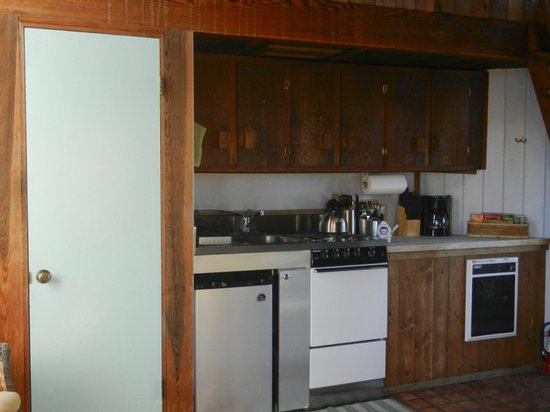 Dancing Coyote Beach: Skye cottage kitchen.