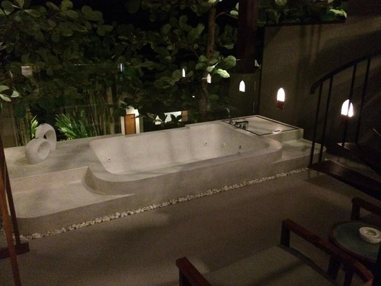 Avista Hideaway Phuket Patong, MGallery by Sofitel: Spa at night