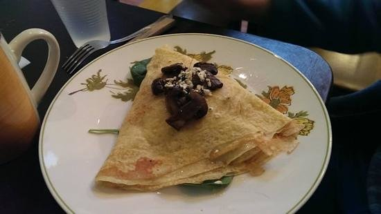 Au Bon Lieu: chicken crepe with mushrooms, onions, cheese, and olive oil