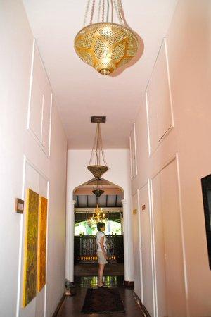 Zanzibar Serena Hotel: hallway leading to rooms
