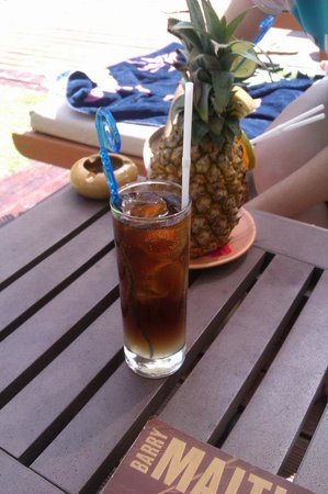 Patong Beach Hotel: Hotel bar service by the pool/beach area