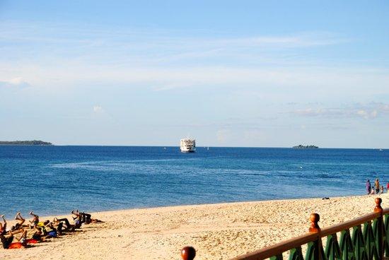 Zanzibar Serena Hotel: view from the pool