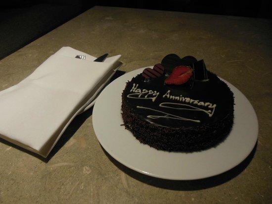 The Westin Siray Bay Resort & Spa Phuket: Anniversary cake from the hotel