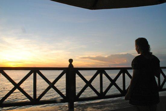 Zanzibar Serena Hotel: view of sunset from pool area