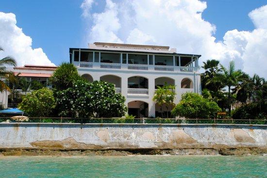 Zanzibar Serena Hotel: view of hotel from water