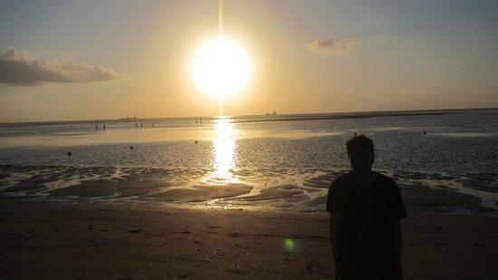 Grand Aston Bali Beach Resort: Enjoy sunrise!
